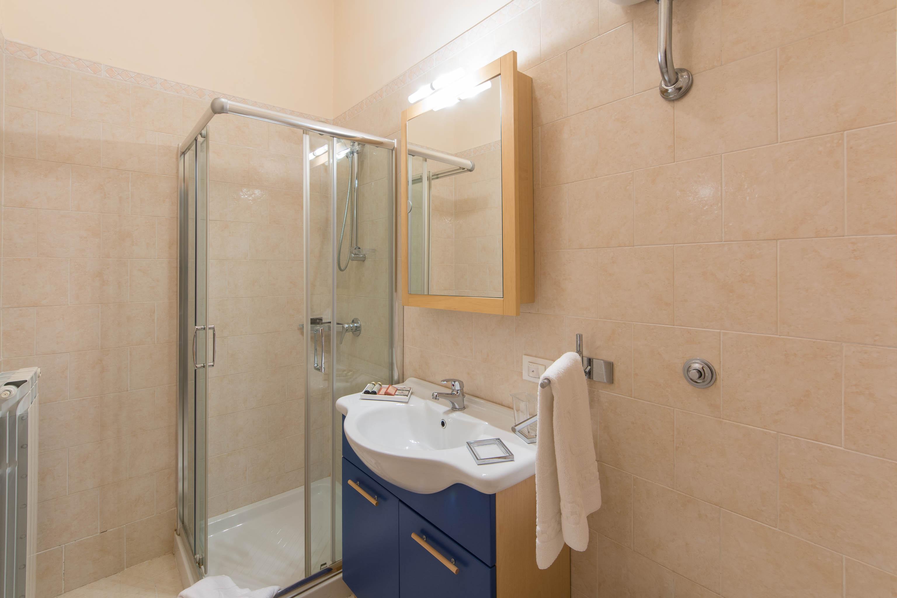 Bagno di servizio best un bagno di servizio with bagno di - Bagno di servizio ...